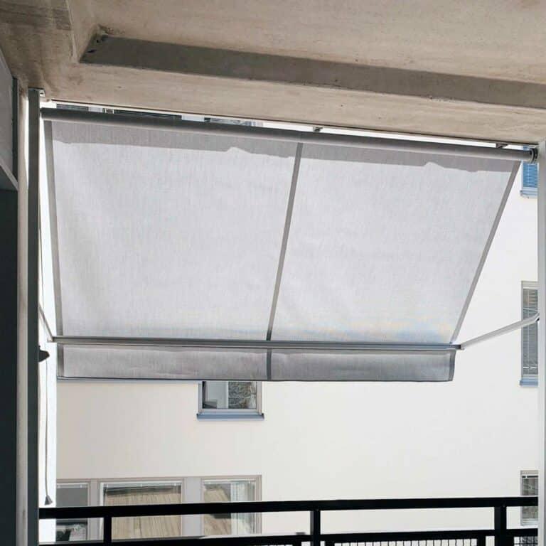 Balkongmarkis monterad på balkong