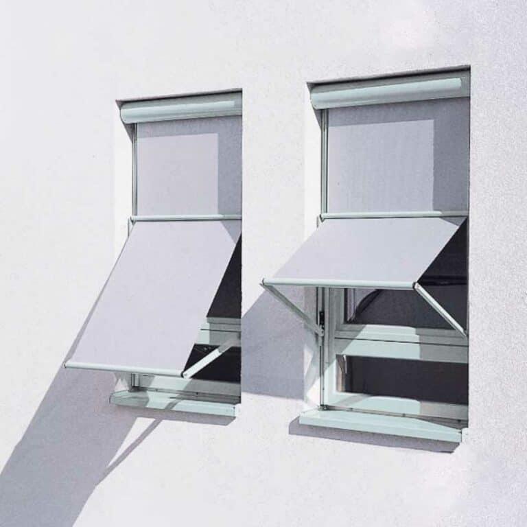 Markisoletter monterade i fönster av Solariserat