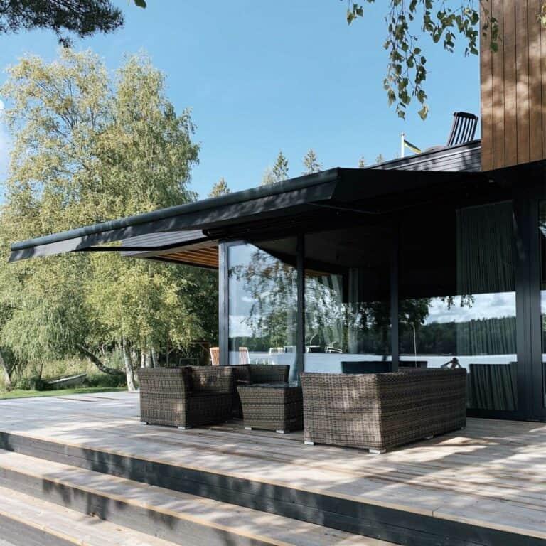 Terassmarkiser monterade på lyxig villa